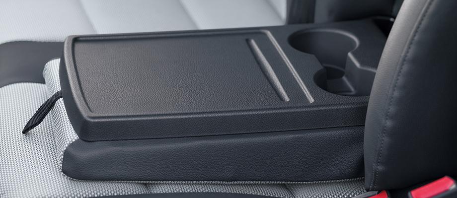 Ngăn chứa vật dụng : Dưới ghế bên phụ