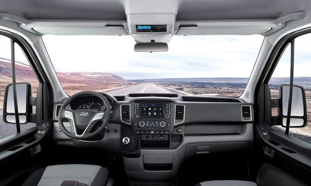 Khoang lái  Nội thất – Thiết kế sang trọng và tiện nghi