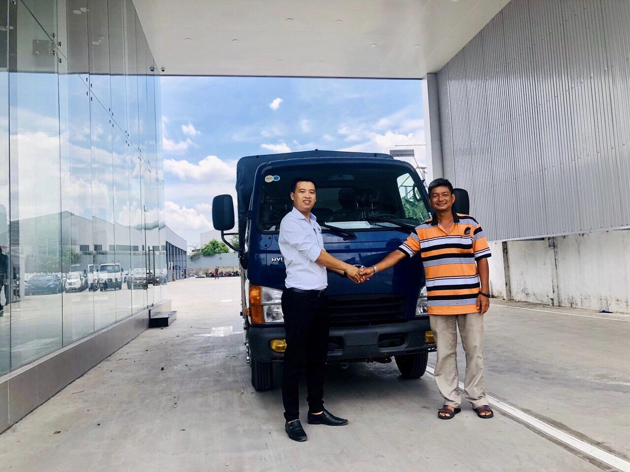 ban-giao-xe-n250sl Giao xe Hyundai Mighty N250SL thùng Inox 304 tải trọng 1.990 Kg | Hyundai Phú Lâm