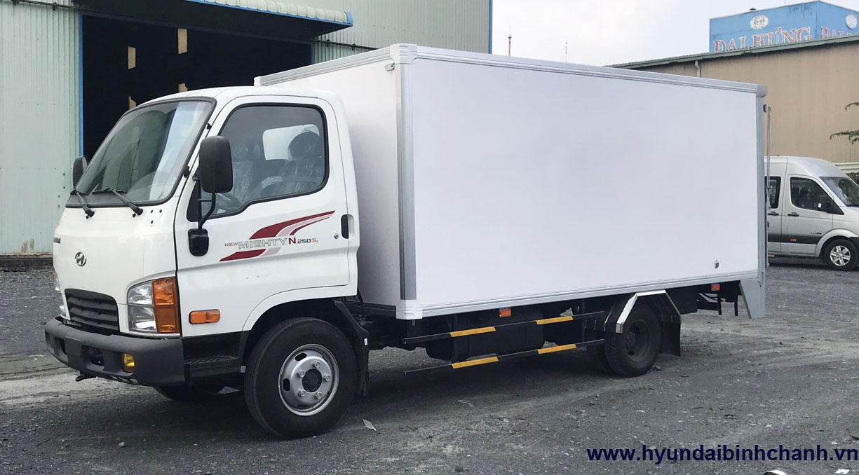 hyundai-n250sl-thung-kin-bung-nang Giá xe N250SL Hyundai thùng dài 4m3 tải trọng 2T4 mới nhất | Hyundai Phú Lâm