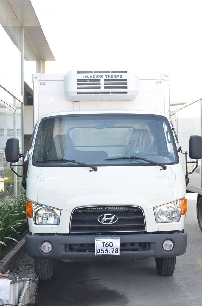 xe-tai-hyundai-hd99-thung-dong-lanh-4.jpg